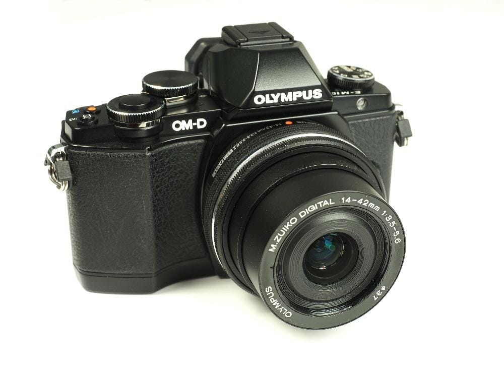A black camera with a white background  Description automatically generated with low confidence