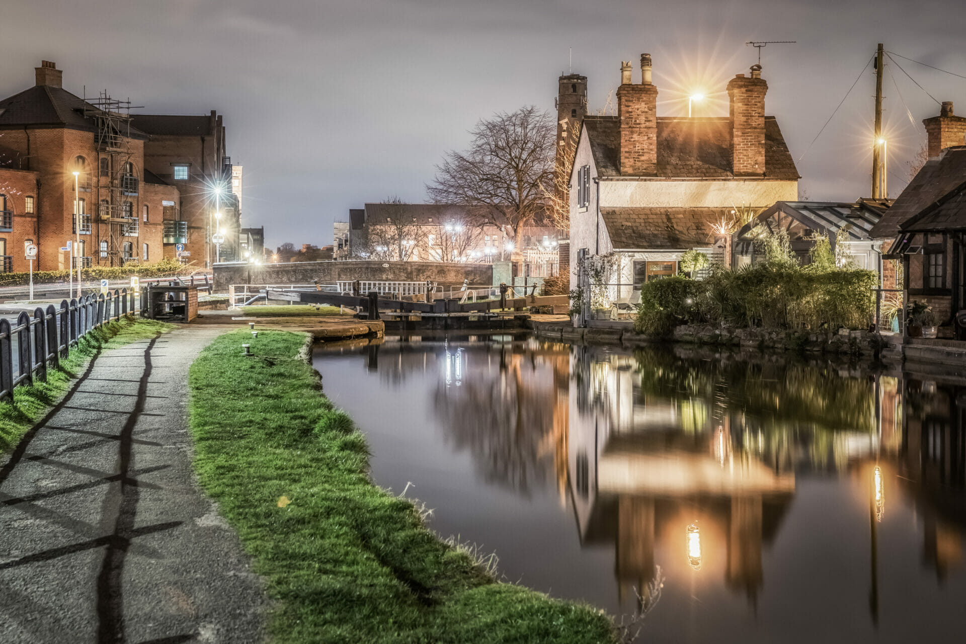 Photo taken in lowlight along the Shropshire Union Canal in Chester.